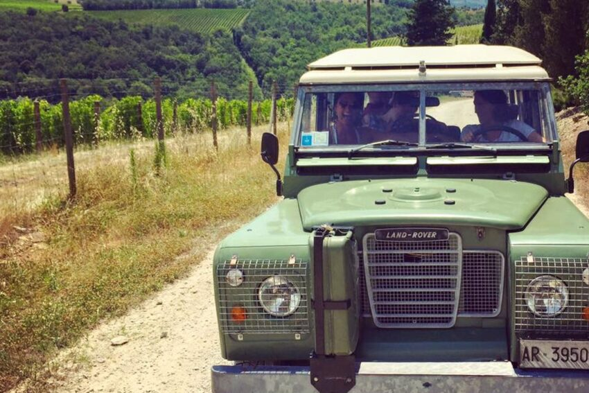 Il Salviatino offers an off-road tour through the vineyards of Chianti aboard a vintage Jeep